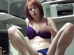 zoey fingers her young slit on web camera