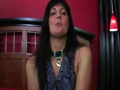 hot aunt walks in--joi