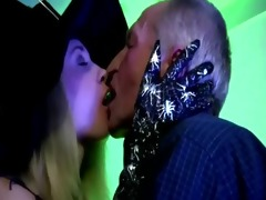 check younger doxy kiss oldie