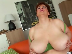 voluptuous old woman with massive pantoons fucks