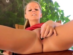 scrumptious melissa inserts large things in her