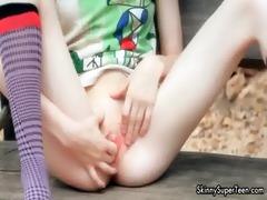 hawt skinny hottie gets slutty rubbing her