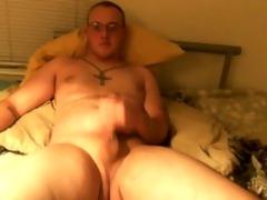 juvenile lad fingers gazoo whilst masturbating